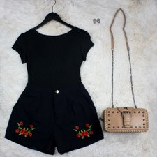 Short Feminino Com Patches Bolsos Laterais